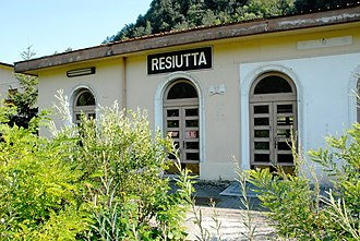 Resiutta - Image: Resiutta Pontebbana stazione ferrovia abbandonata 14072007 07