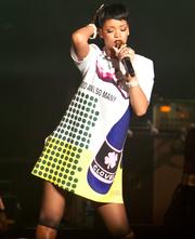 RihannaPerformingSingapore