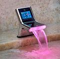 Robinet futuriste pour salle de bains..jpg