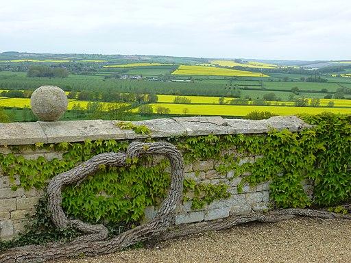 Rockingham Castle Wall Geograph-4481904-by-Richard-Humphrey