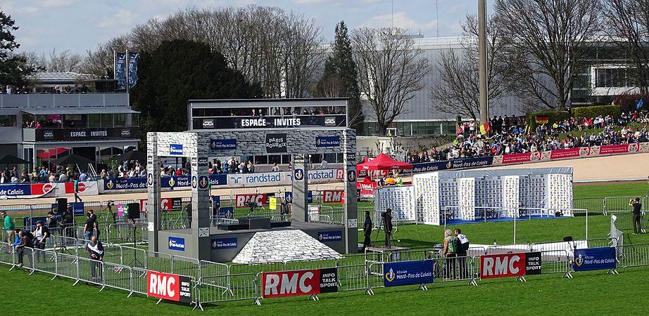 Roubaix - Paris-Roubaix, 12 avril 2015, arrivée (A02).JPG