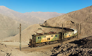 GE 289A Boxcab - Returning empty nitrate hoppers from Tocopilla to Barriles, Chile