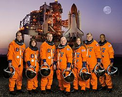 v.l.n.r. Richard Mastracchio, Barbara Morgan, Charles Hobaugh, Scott Kelly, Tracy Caldwell, Dafydd Williams und Alvin Drew