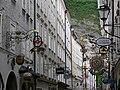 Salzburg Getreidegasse Ladenschilder.jpg