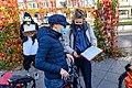 Sammlung von Unterschriften für einen Klimabürger*innenrat währen der letzten Fahrraddemo von TXL (50583587658).jpg