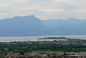 Desenzano del Garda - Image: San Martino della Battaglia Aussicht Gardasee 2 Sirmione