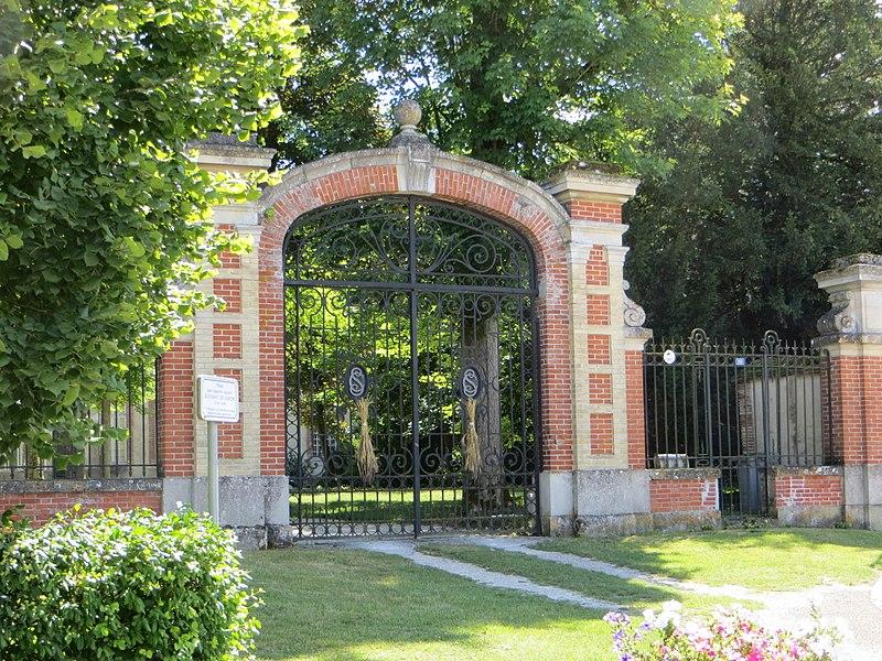 Grille d'entrée du parc du château