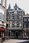 foto van Winkel annex woonhuis in Neo-Renaissance trant