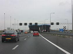 Schipholtunnel-auto.jpg
