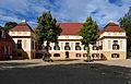 Schloss Caputh Hofseite Sonne Schatten.jpg