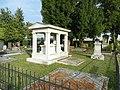 Schwadorf Grabdenkmal Fellner von Feldegg 2011.jpg