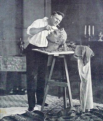 Feodor Chaliapin - Chaliapin creating his self-portrait in 1912