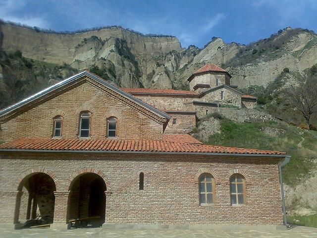 https://upload.wikimedia.org/wikipedia/commons/thumb/4/4e/Shiomgvime_Monastery%2C_Georgia_%282%29.jpg/640px-Shiomgvime_Monastery%2C_Georgia_%282%29.jpg