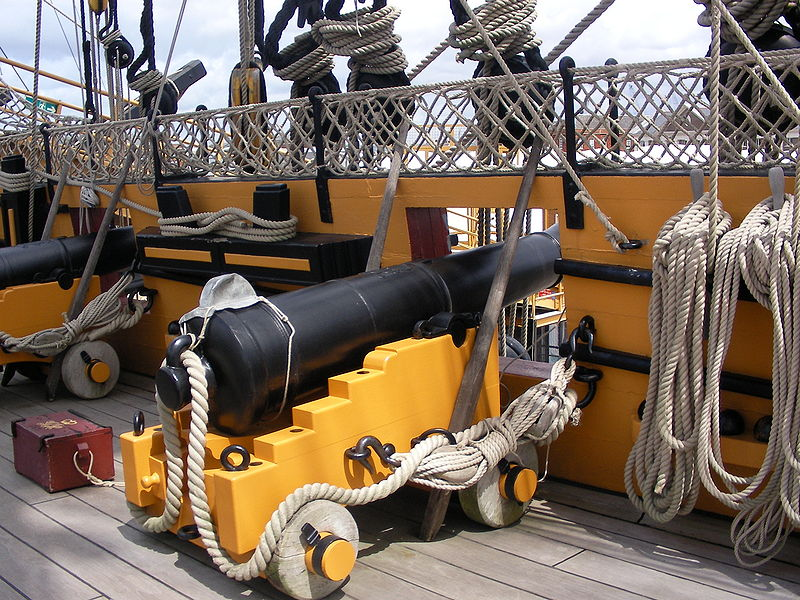 800px-Short_12_pounder_in_the_HMS_Victory%27s_Quarterdeck_2.JPG