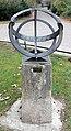 Skulptur Altonaer Str 2a (Tierg) Sonnenuhr.jpg