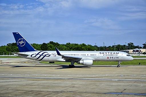 SkyTeam (Delta Air Lines) Boeing 757-232 N659DL (cn 24421-293) (8940399341) (2)