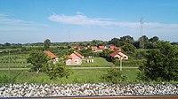 Slavonski Šamac, kuće kraj željeznice.jpg