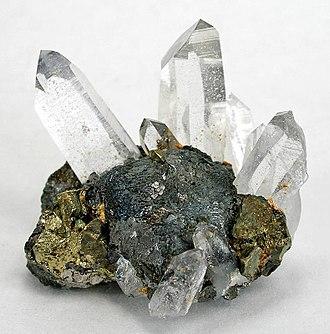 Stannite - Image: Stannite Chalcopyrite Quartz 168837