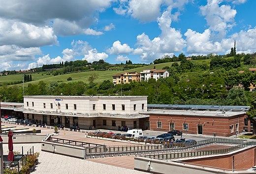Curva Vasca Da Bagno Wikipedia : Stazione di siena wikiwand
