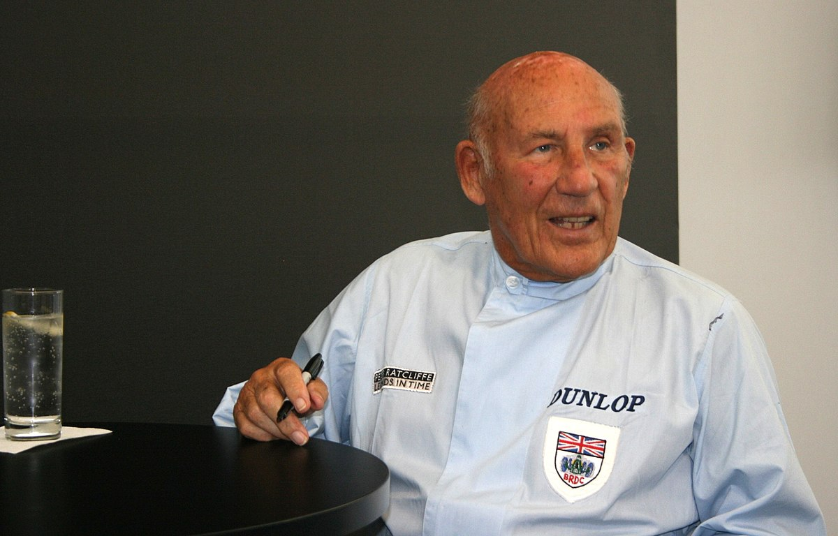 Stirling Moss with a weight of 72 kg and a feet size of N/A in favorite outfit & clothing style