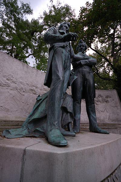 Strauss - Lanner Denkmal Nahaufnahme.jpg