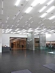 Stuttgart Kunstmuseum Foyer.jpg