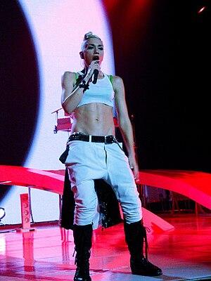 Low-rise (fashion) - Image: Summer Tour 2009