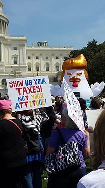 Tax March April 15, 2017, U.S. Capitol (33929220851).jpg