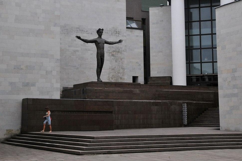 The Man (Žmogus) sculpture in Kaunas
