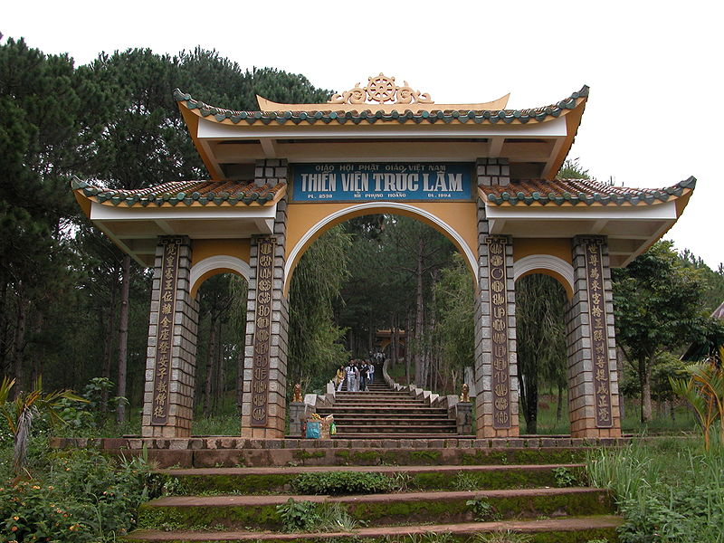 Tập tin:ThienVienTrucLamDaLat entrance gate.JPG