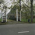 Toegangshek, gezien vanaf de weg - Middenbeemster - 20397461 - RCE.jpg