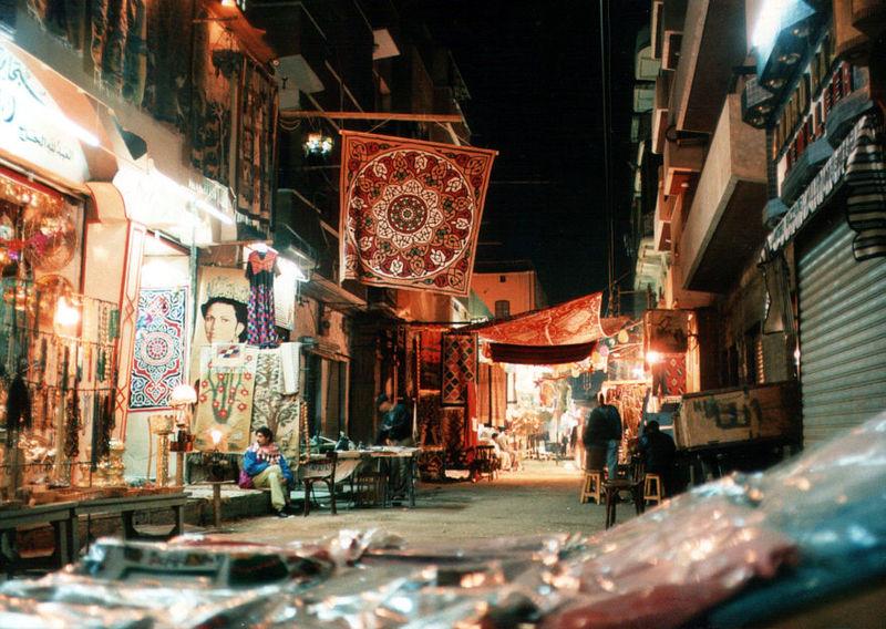 File:Touristenbazar in Luxor (1995, 880x625).jpg