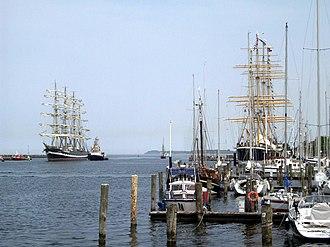 Passat (ship) - The Kruzenshtern meeting the Passat on the occasion of her one hundredth anniversary (2011), Photo: Constantin Stephan