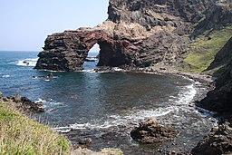 Tsūtenkyō Arch at Kuniga coast, Nishinoshima
