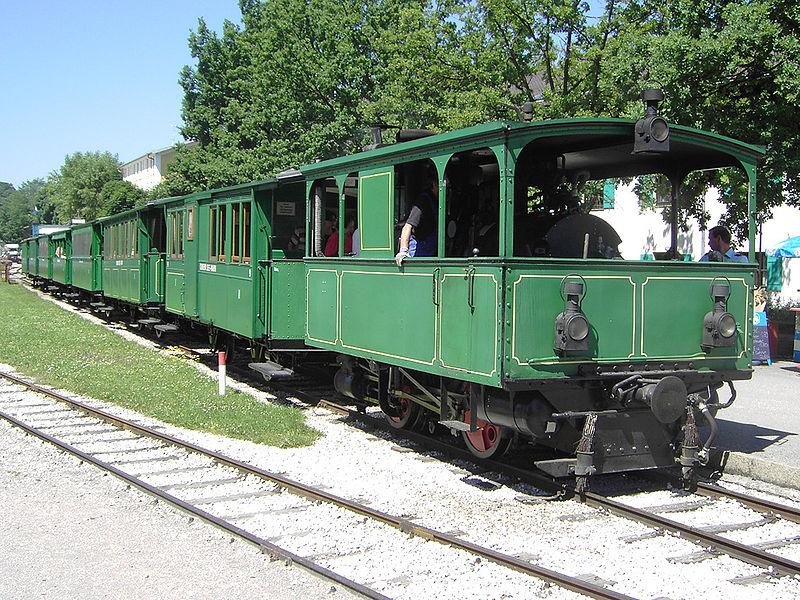 Die Dampfstraßenbahn 800px-UpperBavariaChiemseeBahn_02