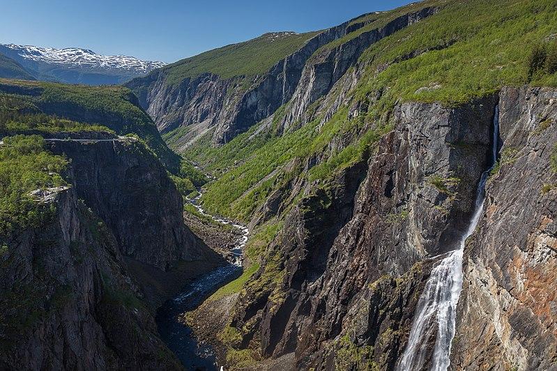 File:Vøringsfossen waterfall tunliweb 1.jpg