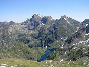 Mont Valier - Mont Valier, the refuge des Estagnous and the Etang Long seen from the Port de Barlonguère