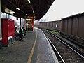 Vauxhall mainline stn platform 8 look east2.JPG