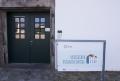Vegesacker Geschichtenhaus Schild und Eingang.png