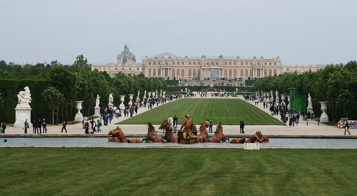 Jardín de Versalles con el Palacio al fondo