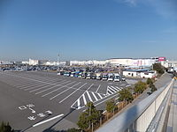 View of AEON Mall Makuhari-Shintoshin from Messe-Ohashi footbridge 20131201.jpg