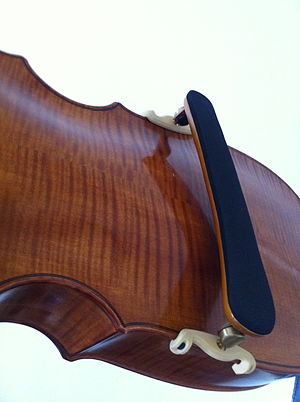 Didier François - Shoulder rest to keep the back of the instrument free for vibration