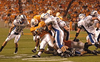 Air Force Falcons football - Image: Volunteers on offense at AFA at Tennessee 2006 09 09