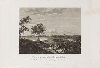 Vue de la Fazenda de Tapébuçu près de la côte, du Mont St. Joâo, et de la Serra de Iriri qui s´èlève du millieu des forêts