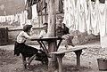 Vzdušje na enem od mariborskih dvorišč 1957.jpg