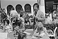 WK 74, Nederlands elftal in Hiltrup met vrouwen Rinus Michels en Cruijff en Dan, Bestanddeelnr 927-2784.jpg