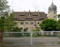 Wasserschloss Hehlen Rückseite mit Tor.jpg