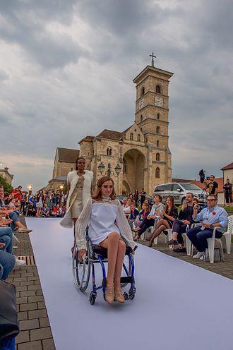 Feeric Fashion Week - Wheelchair model from Atipic Beauty, in Feeric Fashion Week