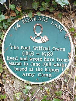 Photo of Wilfred Owen green plaque
