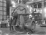 Workmen and split case centrifugal pump (5570730914).jpg